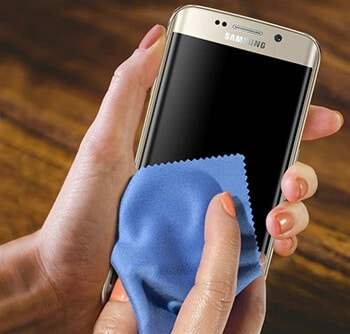 6-Protect Eyes When Using Smartphone Hindi-Keep Your Screen Clean