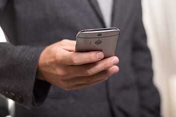 7-Protect Eyes When Using Smartphone Hindi-Keep Right Distance